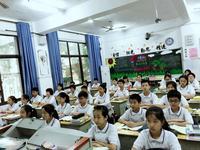 现代化设备齐全的教室