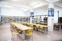 宽广敞亮的阅览室